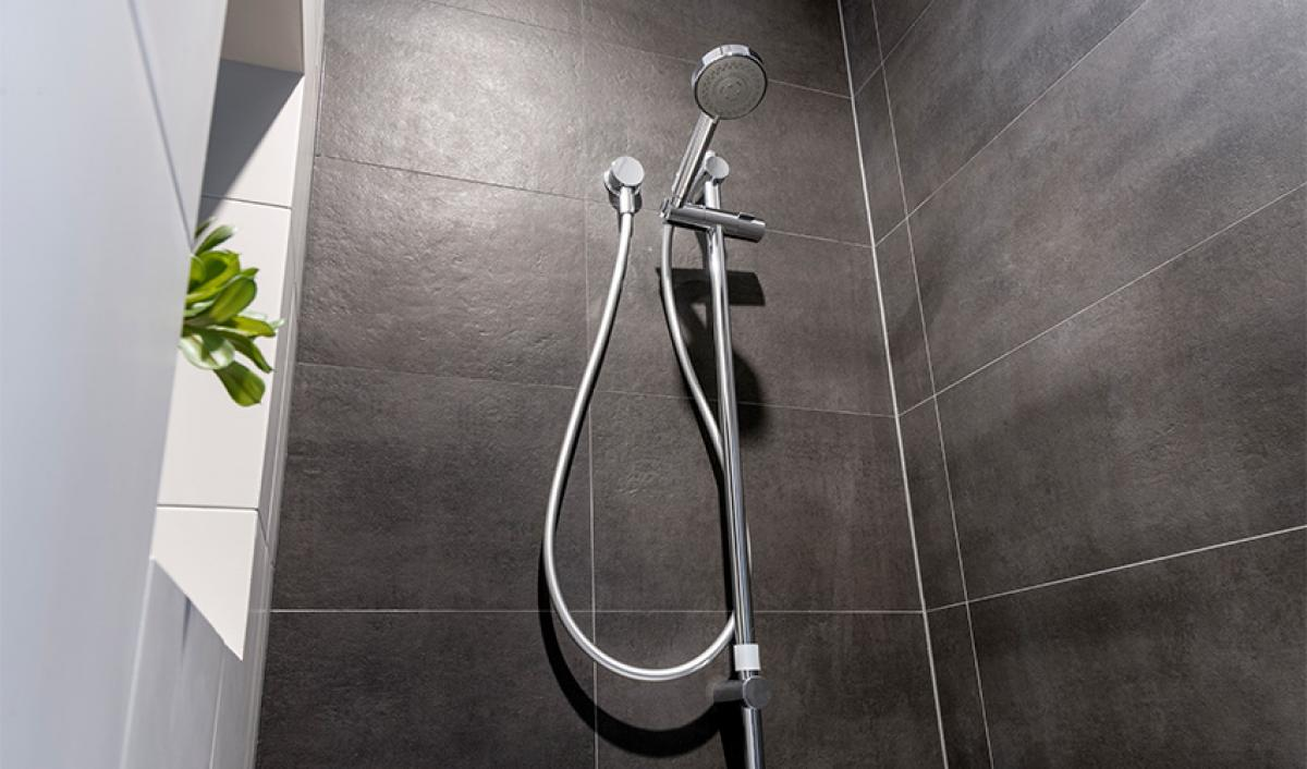 piarawaters ensuite bathroom gallery shower 02