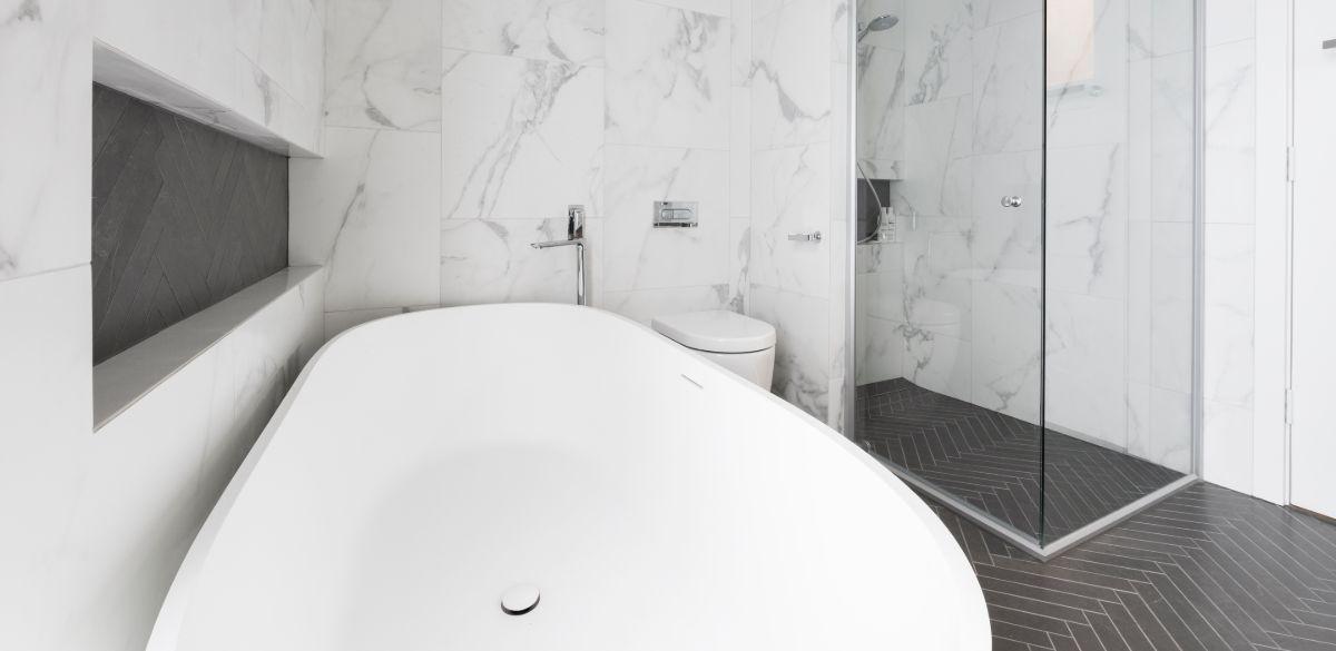 white freestanding bath ideas