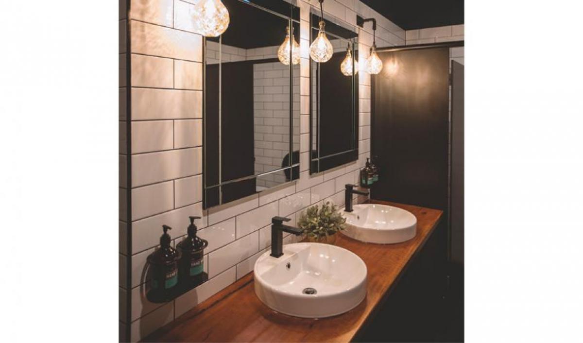 Hart BarThe Railway Hotel bathroom basins