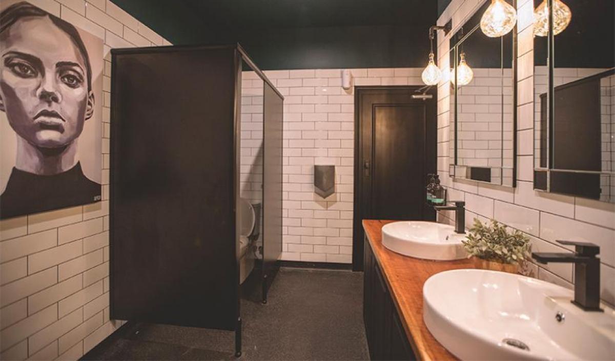 Hart BarThe Railway Hotel bathroom outlay