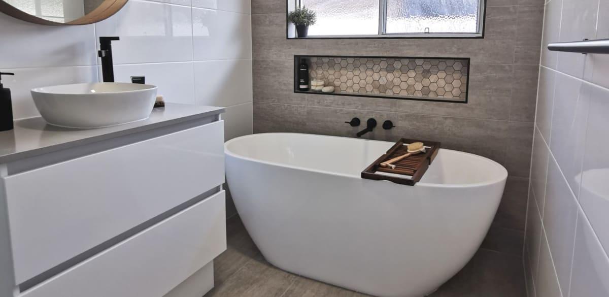 freestanding matte white bath reece