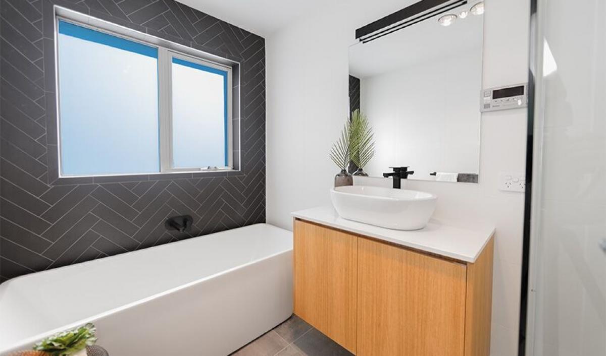 Tranmere mainbathroom bathroom gallery bath 01 preview.jpeg