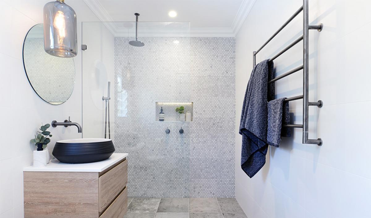 Reece bathroom gallery round mirror
