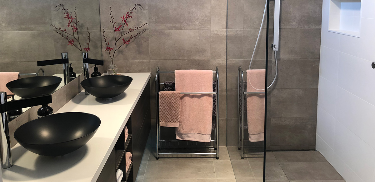 Reece bathroom double black basin alape