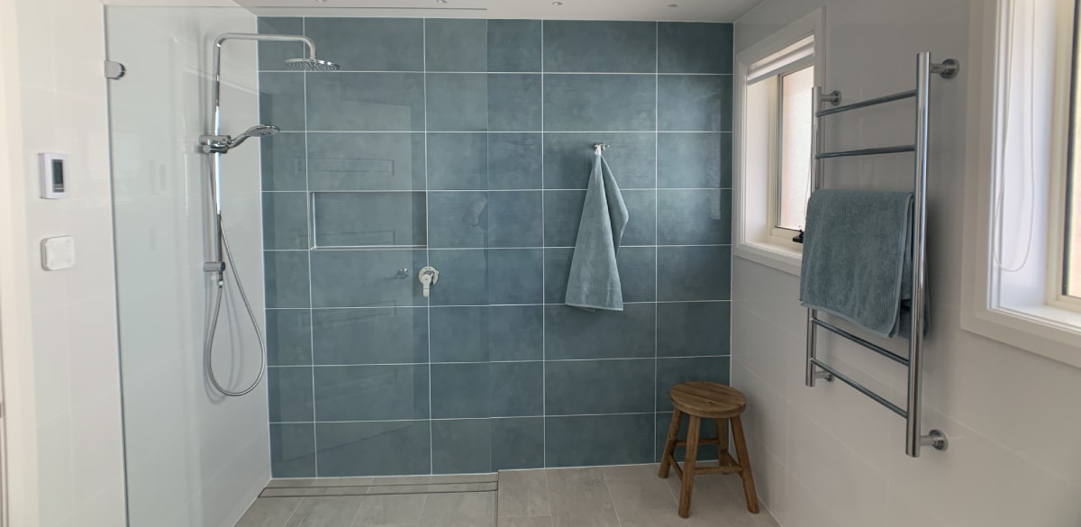 bateaubay main project gallery shower