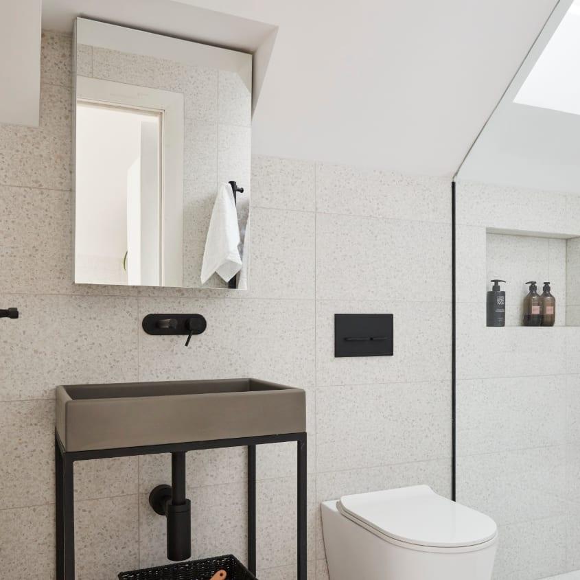 Daniel & Jades's - Studio bathroom