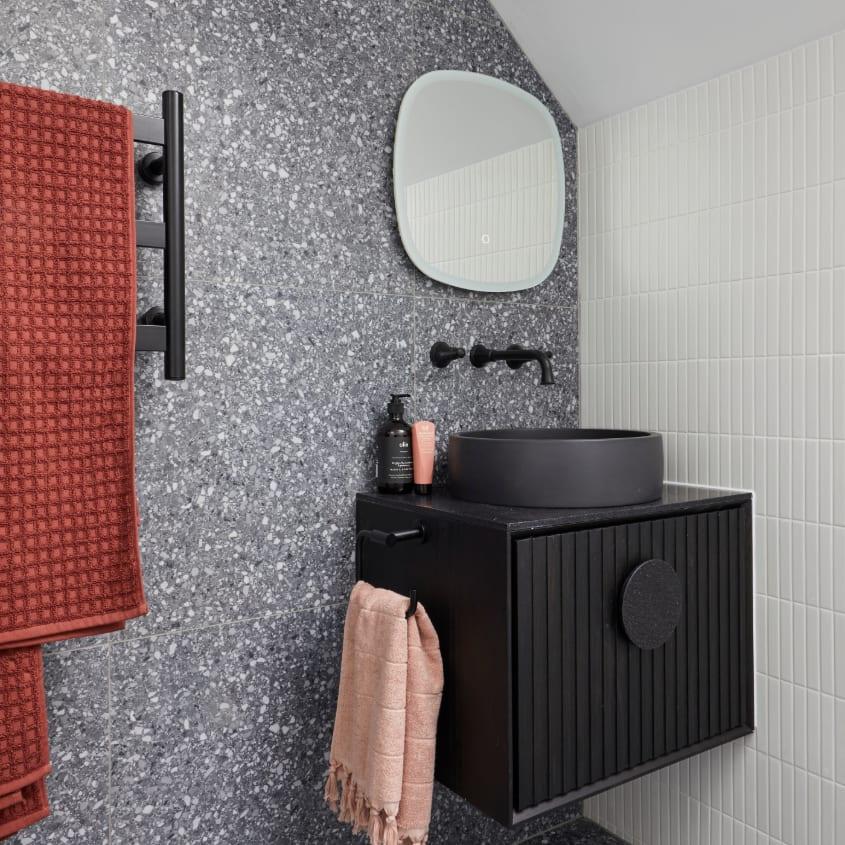 Sarah & George's - Studio bathoom